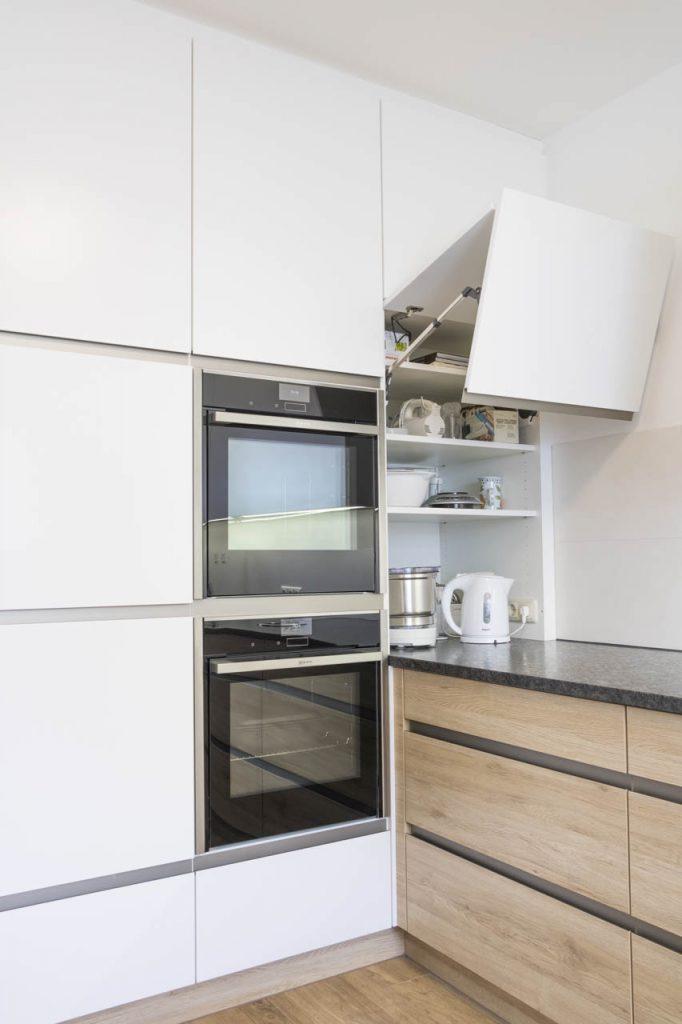 Wunderschöne Küche in der Kombination weiß und Eiche ...